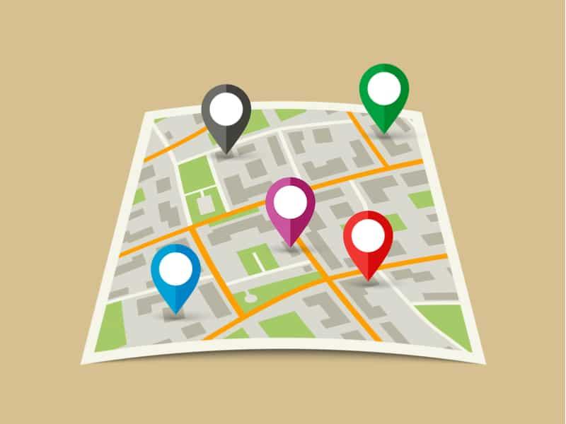 carte d'une ville avec des repères de localisation google pour signaler les villes