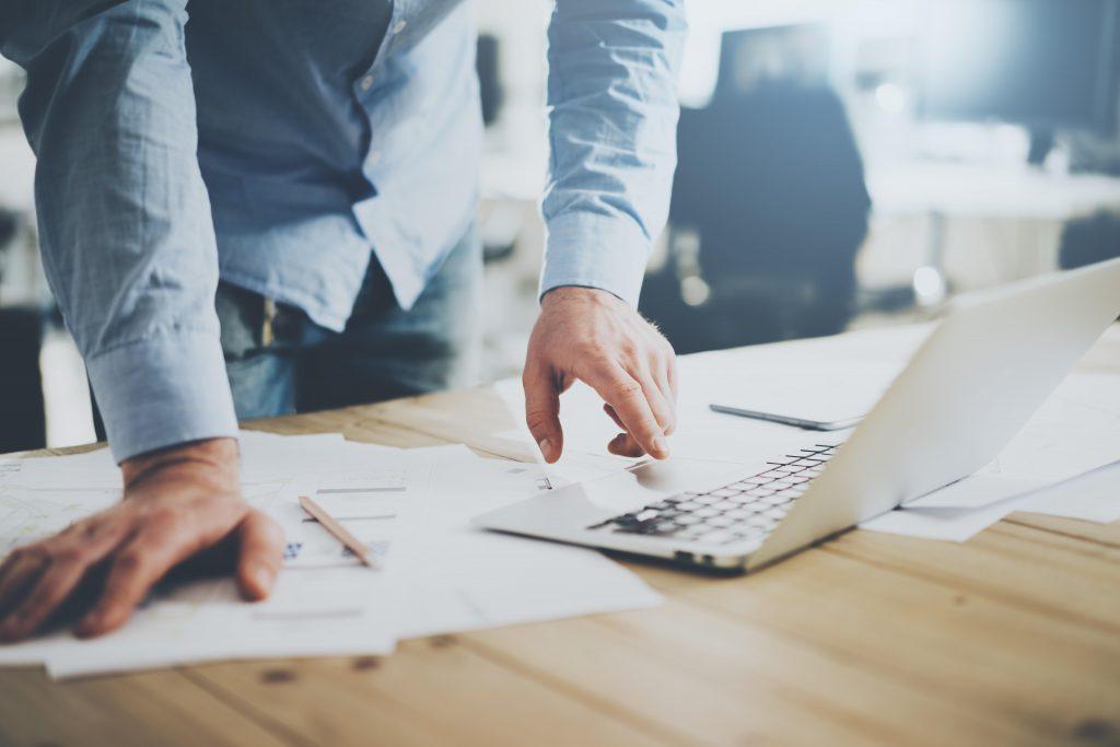 UENI ayuda a tener presencia online a más de 500 pequeños negocios mexicanos al día. Lanzó encuesta con sus usuarios sobre los mejores canales de venta para tener éxito.