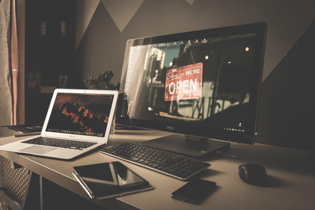 Laptop On Desk By Mateusz Dach 1024x682