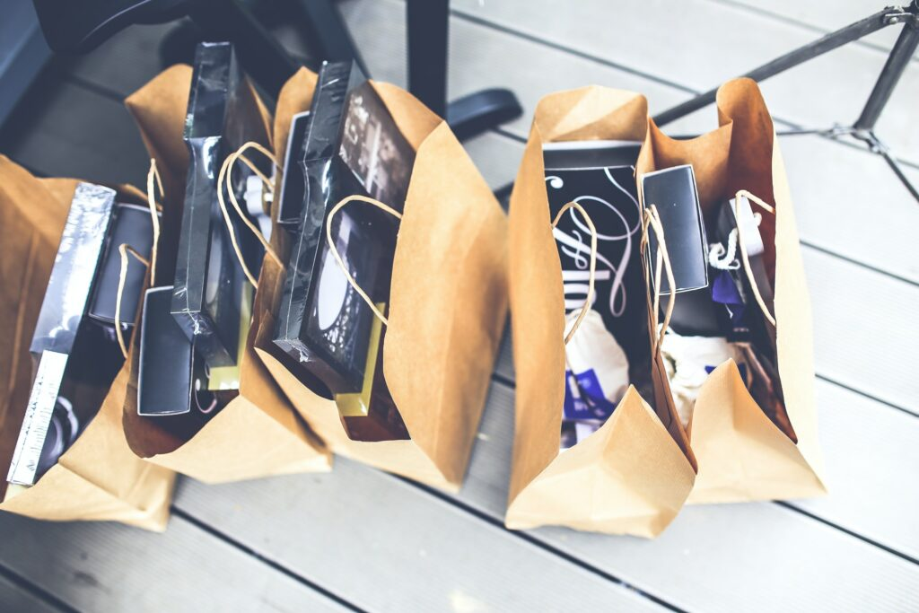 Shopping bags full of products  Photo by Kaboompics .com